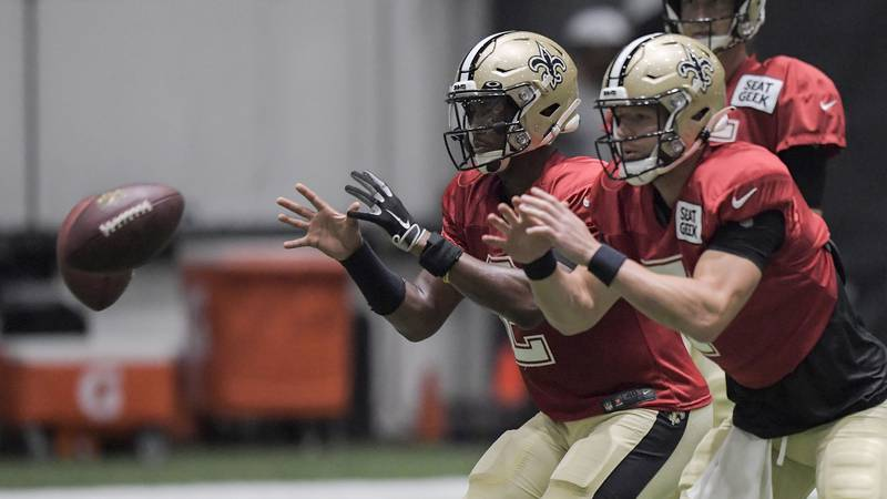 New Orleans Saints quarterback Jameis Winston (2) and quarterback Taysom Hill (7) catch snaps...