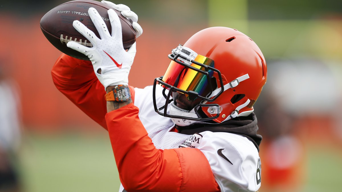 Cleveland Browns wide receiver Odell Beckham Jr. catches a pass during a drill at the team's...