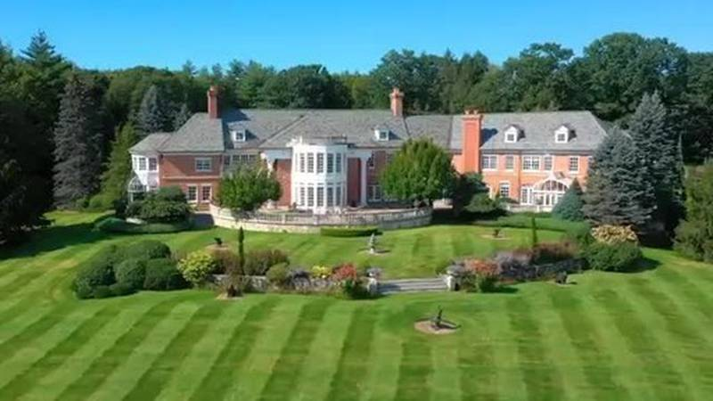 This 88-acre estate in southern New Hampshire is selling at luxury auction® this Friday,...