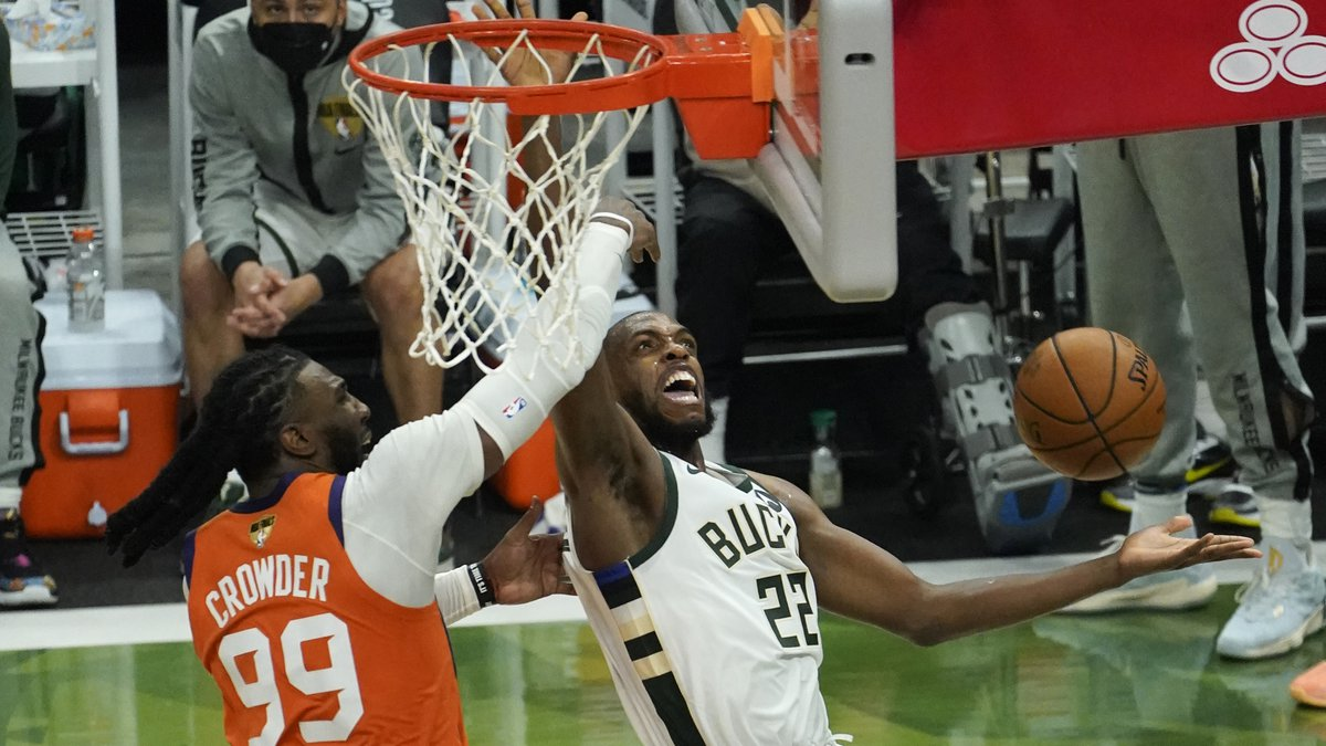Milwaukee Bucks forward Khris Middleton (22) drives around Phoenix Suns forward Jae Crowder...