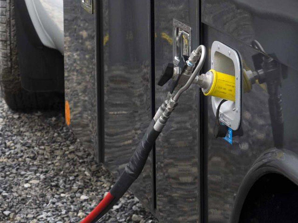 Natural gas fueling hose