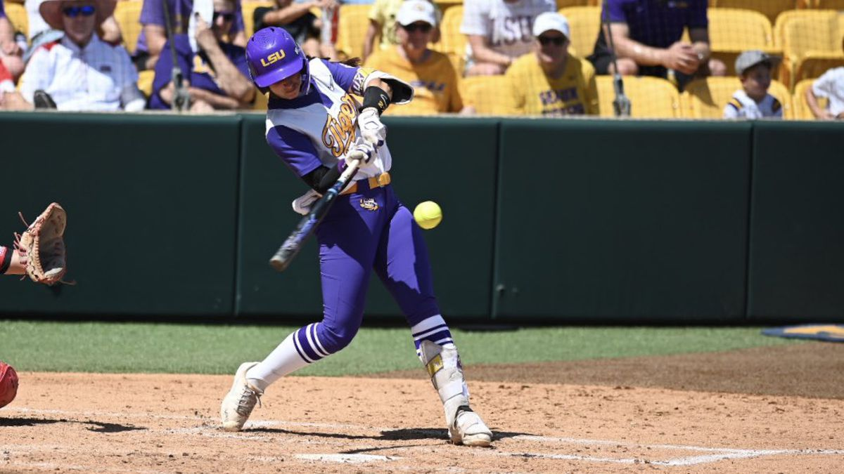 A double by Shelbi Sunseri brought home two runs to give LSU a 7-2 lead after two innings.