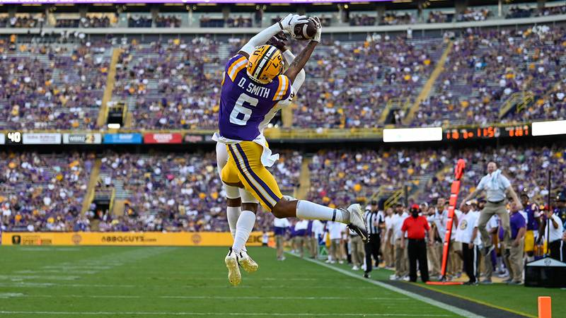 LSU wide receiver Deion Smith pulls in a TD against Central Michigan.