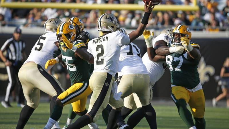 New Orleans Saints quarterback Jameis Winston (2) throws a pass over the Green Bay Packers...