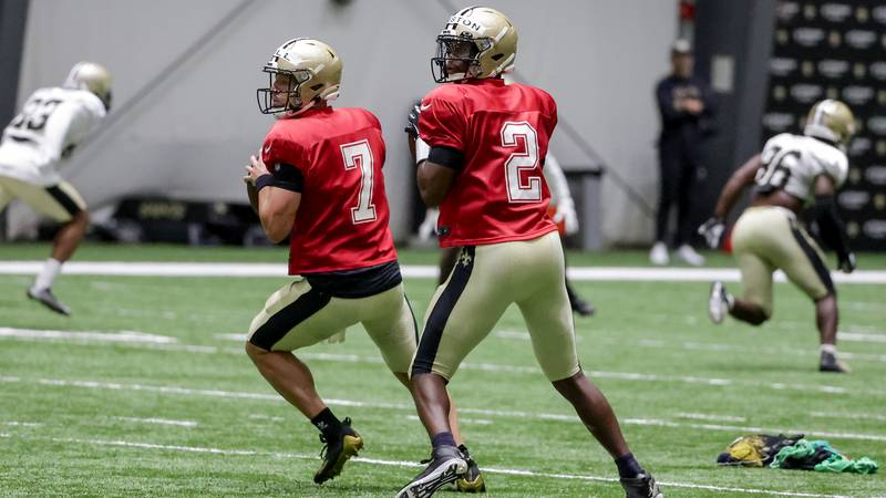 New Orleans Saints quarterback Jameis Winston (2) and quarterback Taysom Hill (7) throw during...