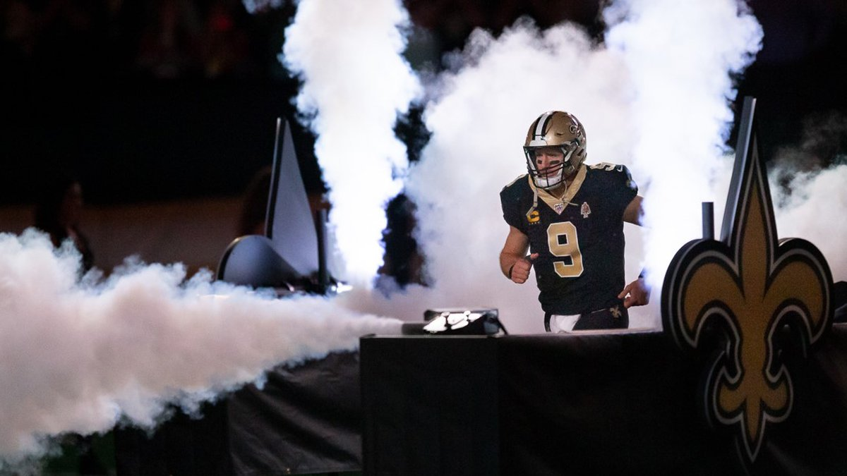 Drew Brees makes his dramatic entrance during a 2019 Saints home game