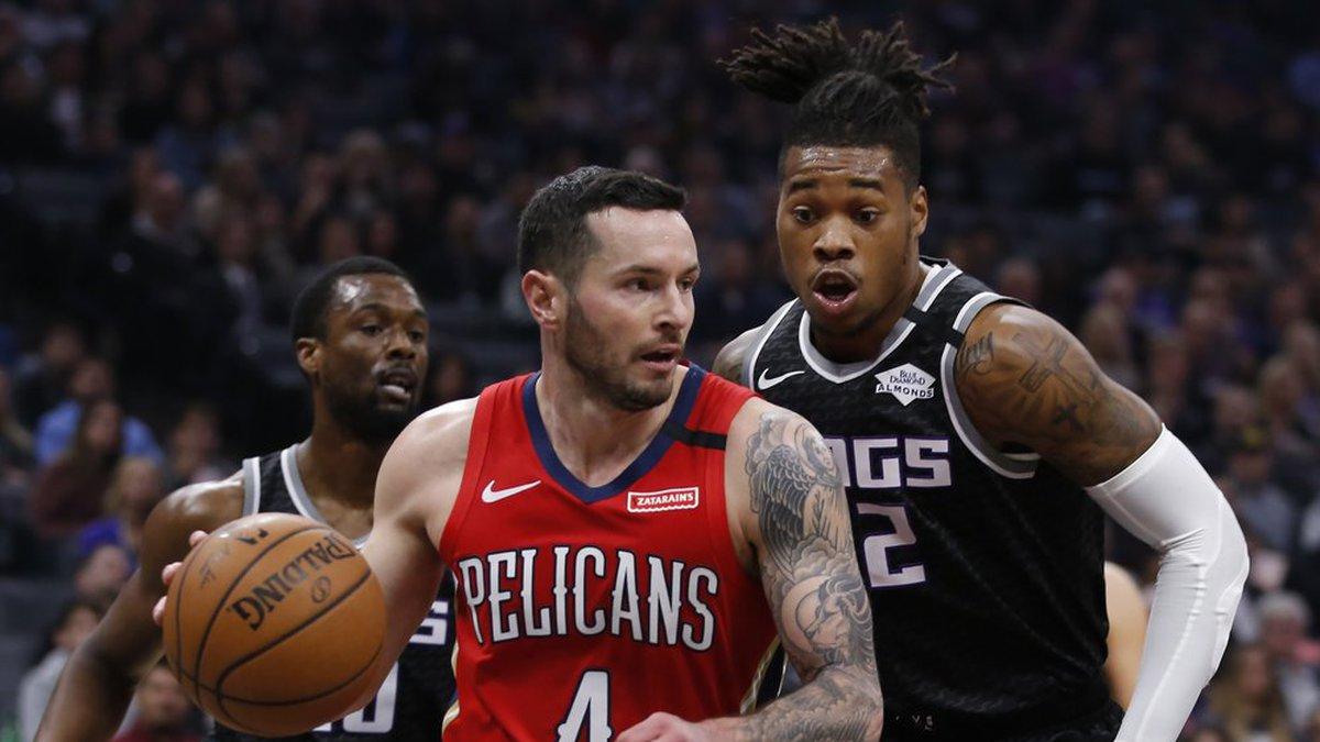 New Orleans Pelicans guard JJ Redick, left, drives against Sacramento Kings forward Richaun...
