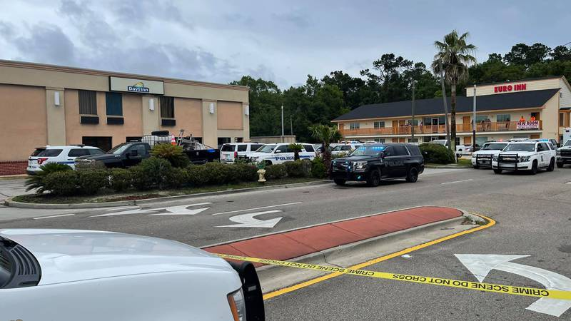 Slidell Police say a motel clerk was left serious injuries after being stabbed Tuesday afternoon.