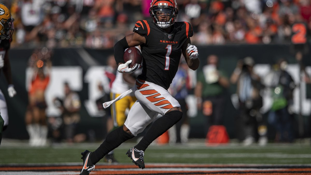 Cincinnati Bengals wide receiver Ja'Marr Chase (1) runs downfield after a catch but the play...