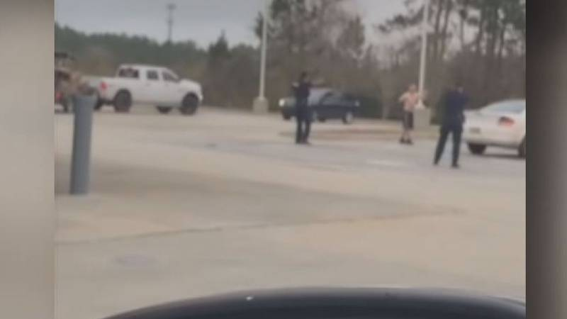 Cell phone video capture moments leading to fatal shooting of stabbing suspect in Slidell