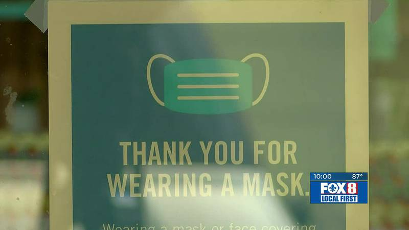 NOLA Mask Mandate in restaurant