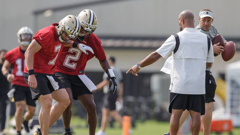 New Orleans Saints quarterbacks Taysom Hill (7) and Jameis Winston (2) rush to the line of...