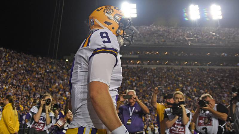 Former LSU quarterback Joe Burrow (9) walks out of the tunnel before the Tigers host Texas A&M...
